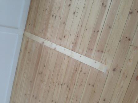 Reparation af trægulv efter væg