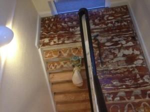 Afslibning af trappe og gulvafslibning Næstved, afslibning af lim efter der har været monteret gulvtæppe.