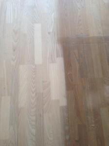 Asketræ gulv, tidligere hvid olieret, skal hvidpigmenteres, og efterfølgende lakeres